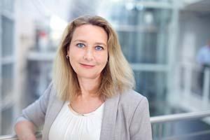 Profilbilde av Anne Skinnemoen Lys dressjakke mot lys bakgrunn
